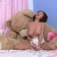 Gorgeous and very voluptuous diaper girl Ashley has never masturbated in a wet diaper before! Watch the fantastic reaction she has to the warm, wetness on her pussy being pressed […]